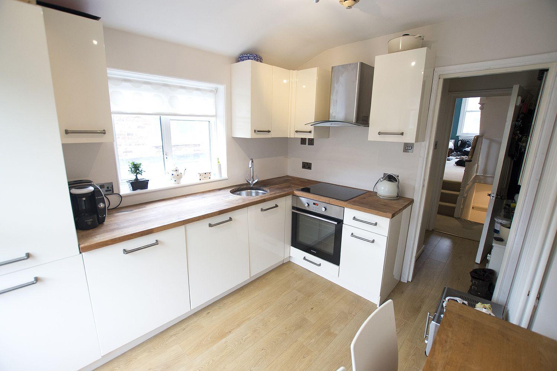 Kitchen, oak worktop, cream gloss units, B&Q White gloss
