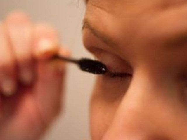 How Can I Make My Eyelashes Naturally Curly?   Grow long ...