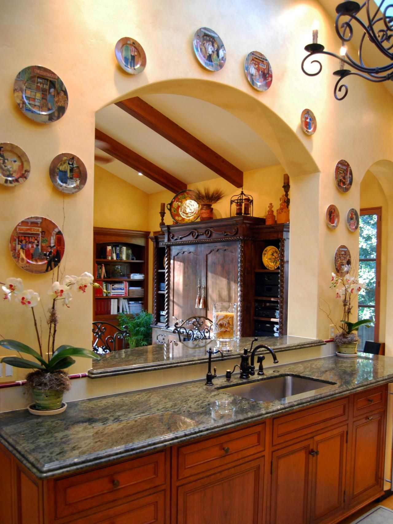 Decorative Plates Line The Border Of This Arched Kitchen Pass Through That  Looks Into The Living