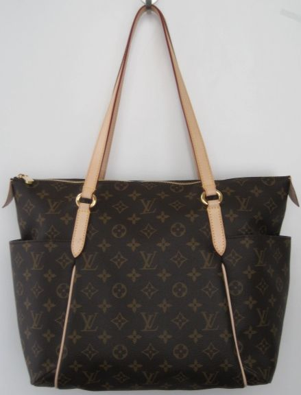 2013ea4d4 Louis Vuitton signature monogram canvas 'Totally MM' tote. Multi brown  canvas with 2 outside slip pockets on either side. Feature top zip closure  with 2 ...