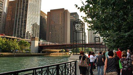 Weekend Brunch Tours The Chicago River Walk Public Walkway