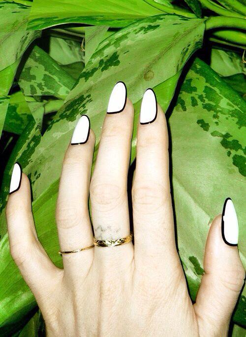 Bordered nails   manicure.   Pinterest   Uñas juveniles, Manicuras y ...