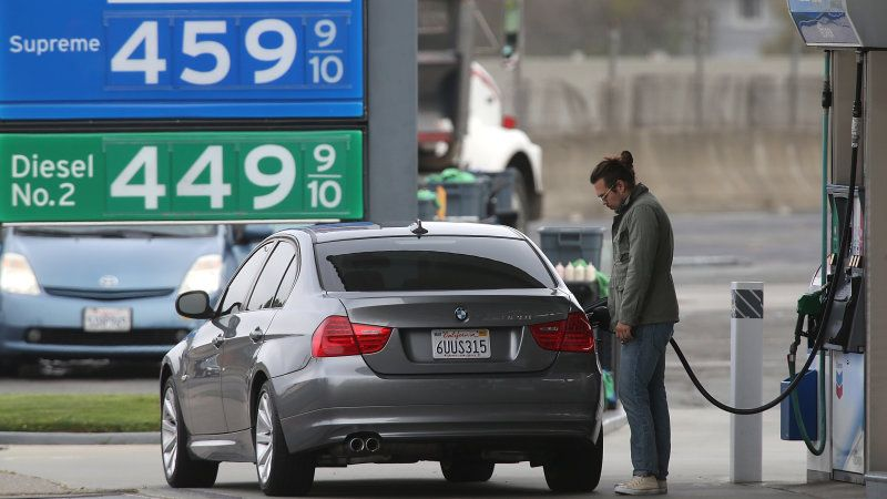 Automakers want to increase octane in regular gas to