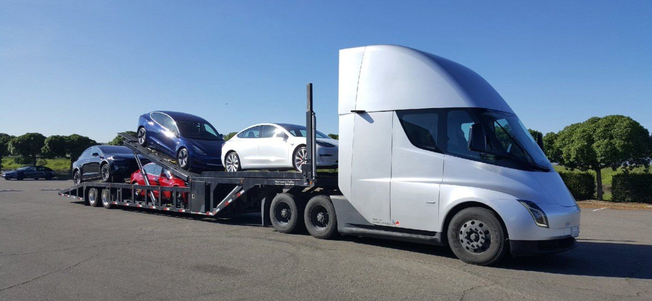 Tesla uses semi electric truck to deliver electric cars - the sustainable  future in one picture - Electrek | Electric truck, Tesla semi truck, Tesla  car