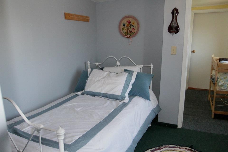 Grates Cove Studios House: Blue Room