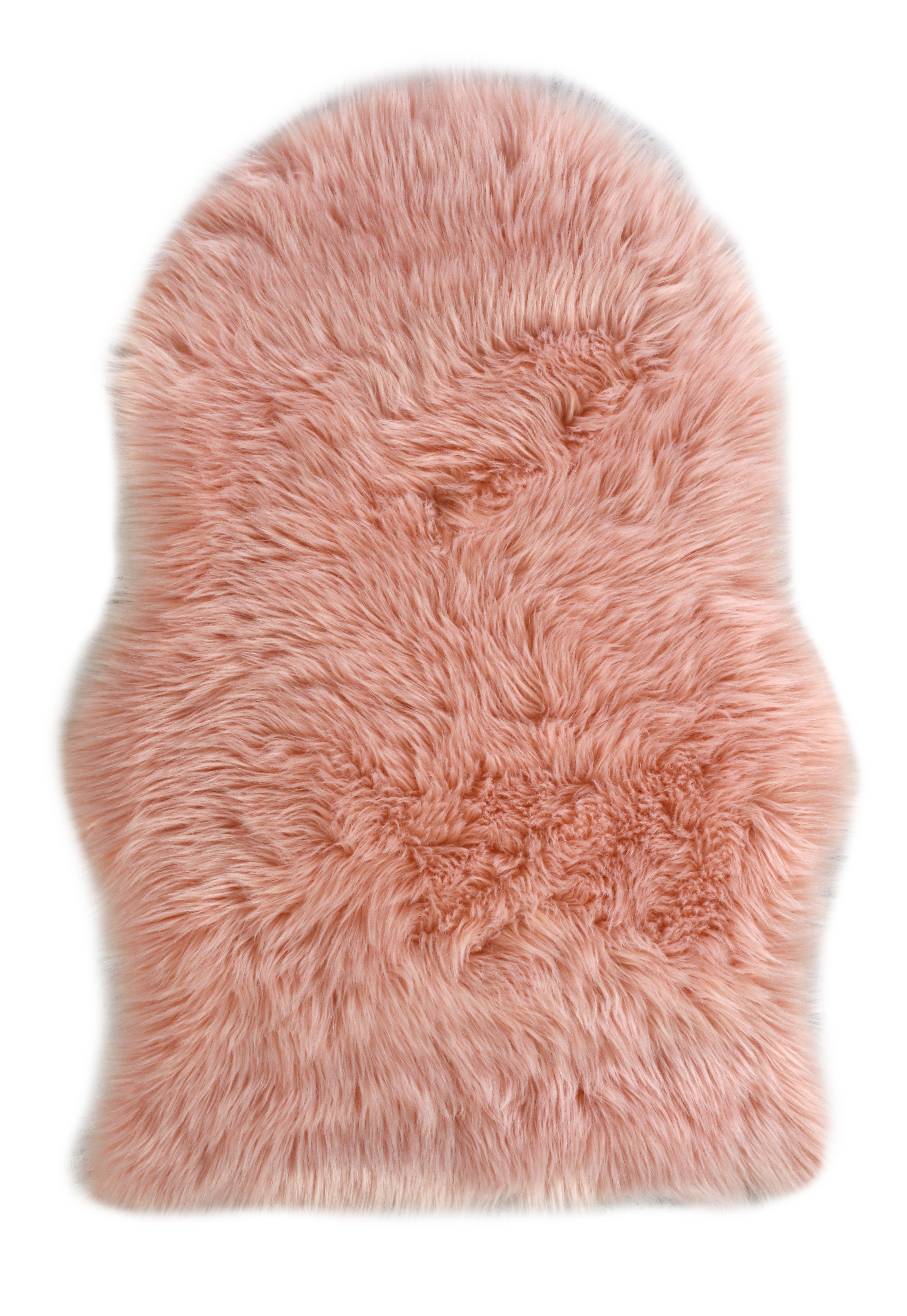 au pied du lit pour un reveil tout en douceur tapis fausse fourrure milano rose but tapis salon tapis chambre fille tapis