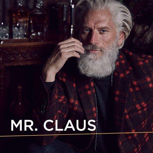 ¿Dónde está la Navidad? ¿Por qué no está regordete? ¿POR QUÉ ME ESTÁ VIENDO SENSUALMENTE?   El Palacio de Hierro convirtió a Santa Claus en un sex symbol y está...