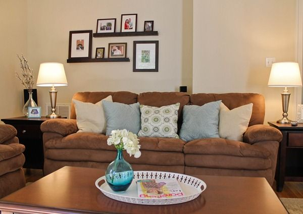 Like the way she brightened up the brown couch with light colored pillows. Cute!