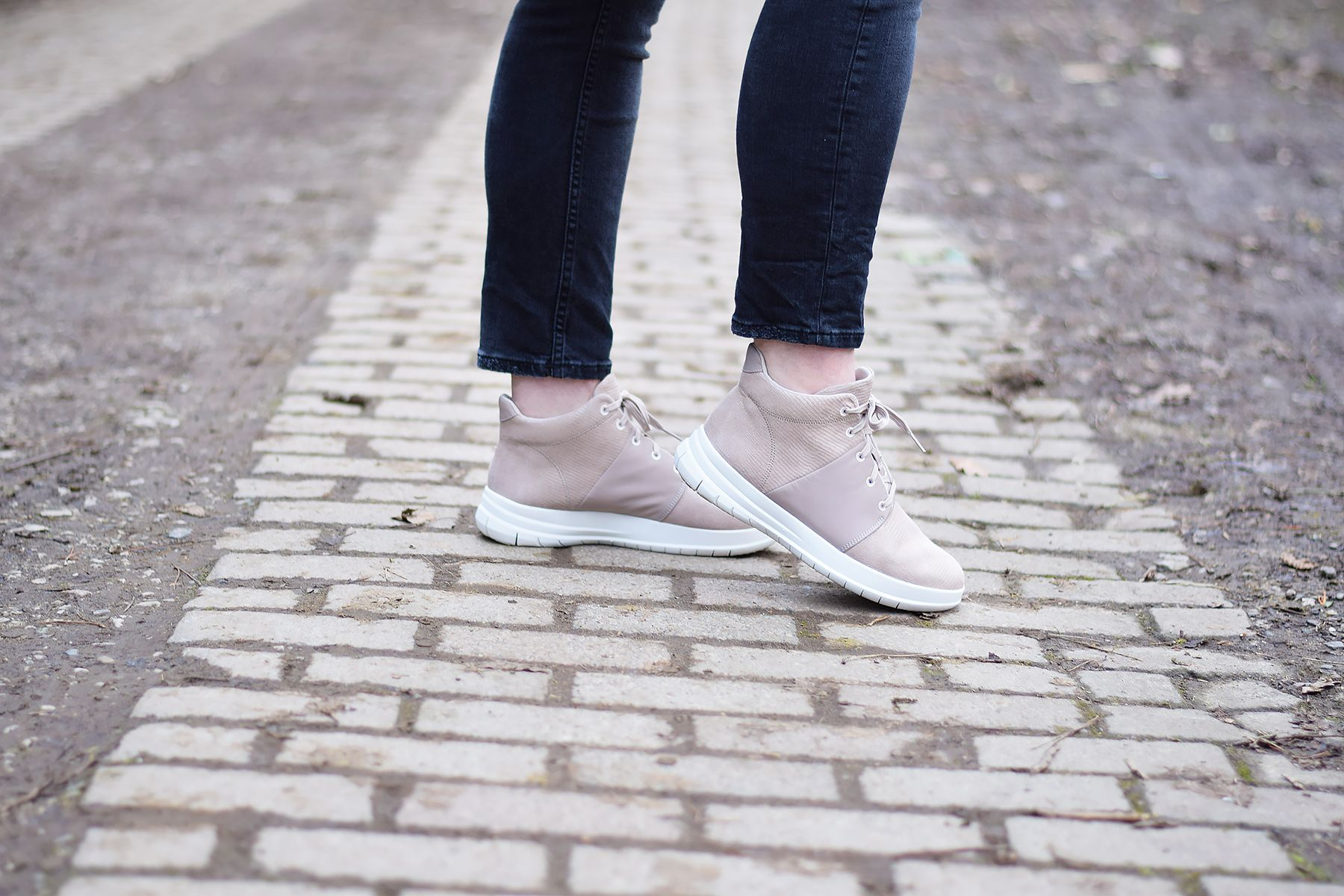 Athleisure OOTD with FitFlop