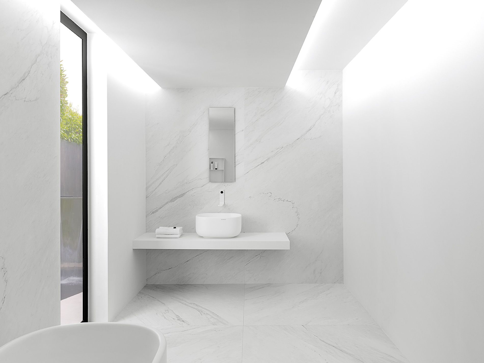 XLIGHT Premium Lush White   #URBATEK #Noken #PORCELANOSA   Gres Porcelánico  De Fino Espesor   Porcelain Stone Tile, Marble Floor Tile   #precious  #stones ...
