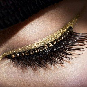 Golden eyeliner makeup