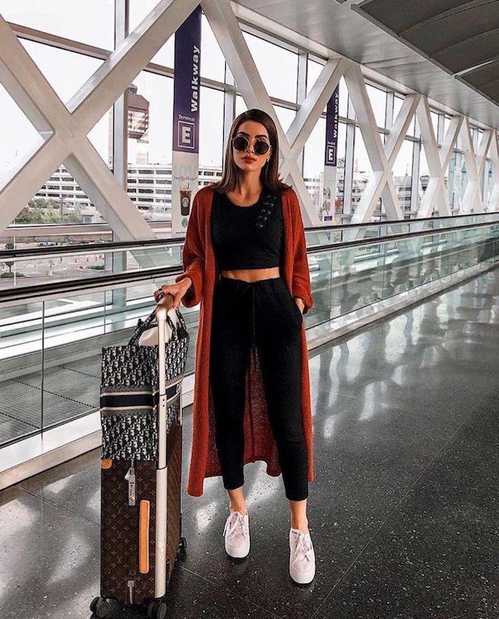Outfit für den Flieger, bequeme Hose und Top, Trend Sommer 2019 ... - Outfit für den Flieger, bequeme Hose und Top, Trend Sommer 2019 …  #bequeme #den #Flieger #für I - #Bequeme #den #Flieger #für #Hose #Outfit #outfitscasuales #Sommer #summeroutfits #TOP #Trend #und