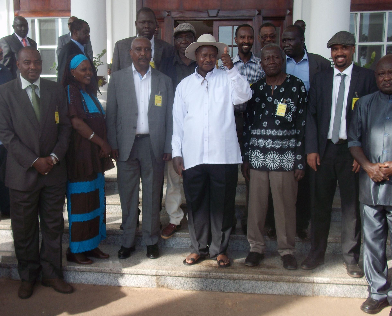في إحتفال مهيب بقصر الرئاسة في عنتبي- يوغندا الحركة الشعبية تسلم أسرى الحرب الي الحكومة السودان