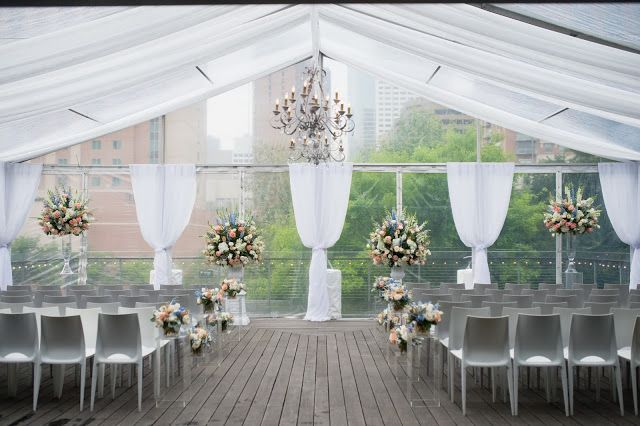 Wedding At The Grove Houston Structure Tent With Clear Top Decor Chandeliers Wedding Rentals Decor Houston Wedding Luxury Event Decor