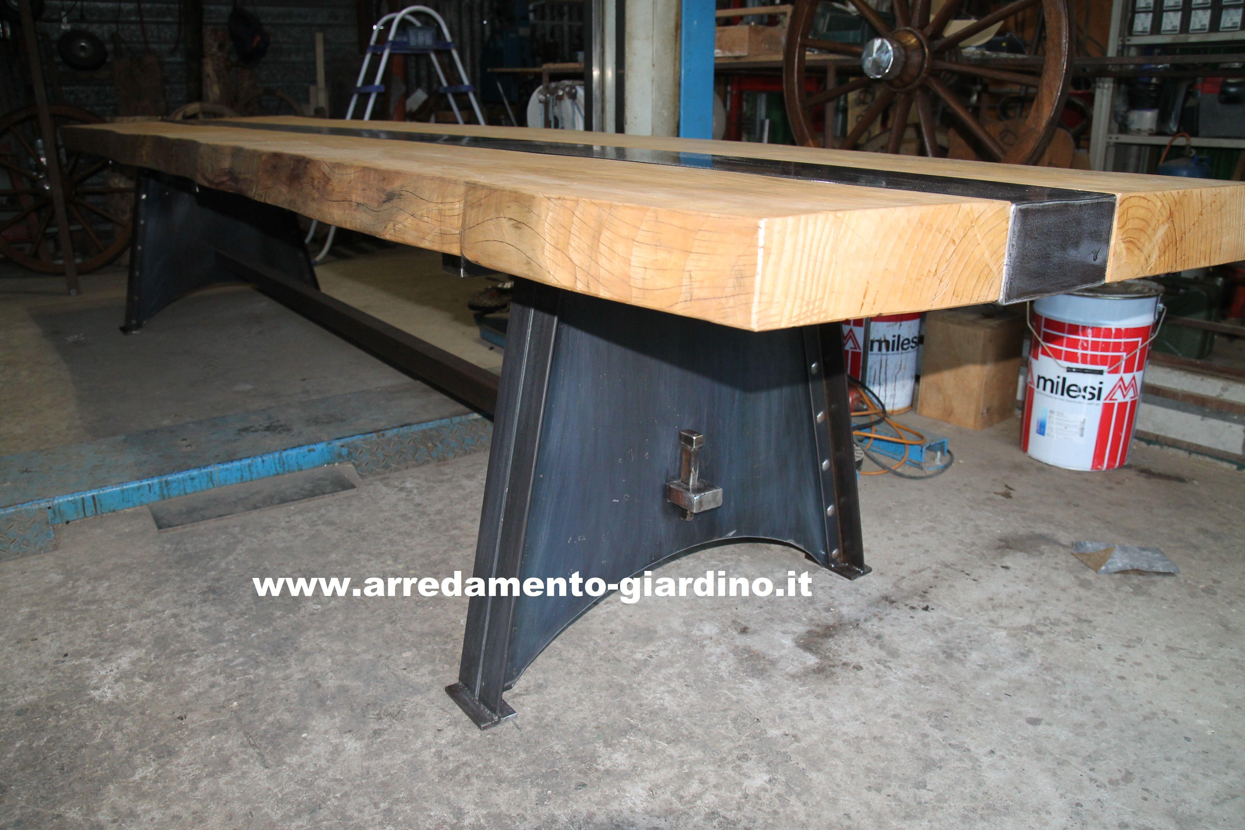 Imponente tavolo in stile industriale lungo 425 cm realizzato in legno di cedro con le gambe in - Tavolo stile industriale ...