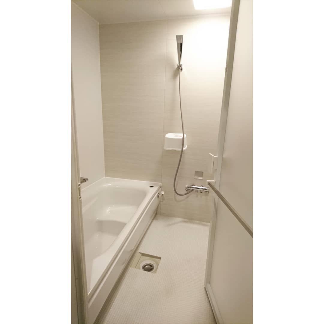 Sunmi On Instagram Toto サザナ 外せるものは外しました シャワーフックも外せばよかったなぁ と思っていたんですが 椅子を引っ掛けられた 笑 鏡が苦手なんですが ちょうどいいサイズの鏡を セリアで見つけました 浴室 デザイン