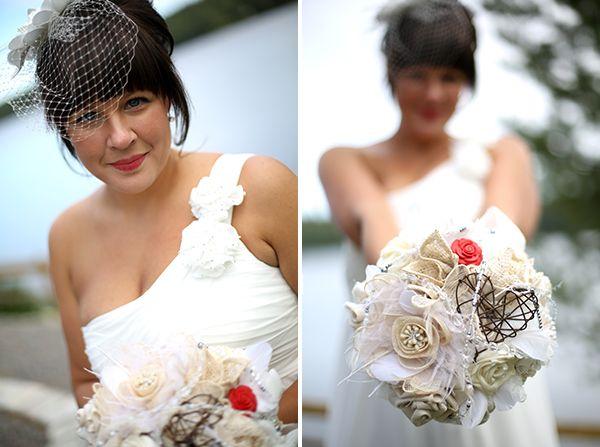 Tygblommor gjorda av olika vintagetyger! [vintage fabric roses] #wedding #bröllop #ecobride