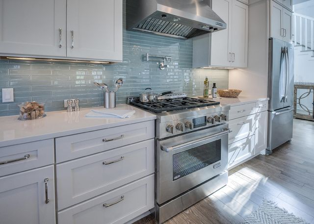 David Weekley Homes House Of Turquoise Beach House Kitchens Beach Cottage Kitchens Trendy Kitchen Backsplash