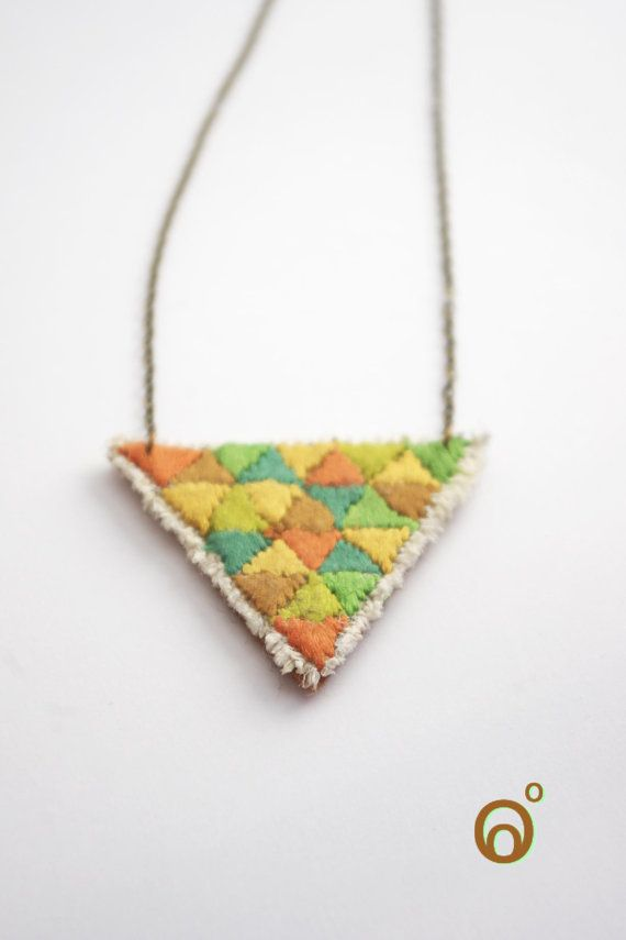 Triangles necklaces by Levoyagedesbulles