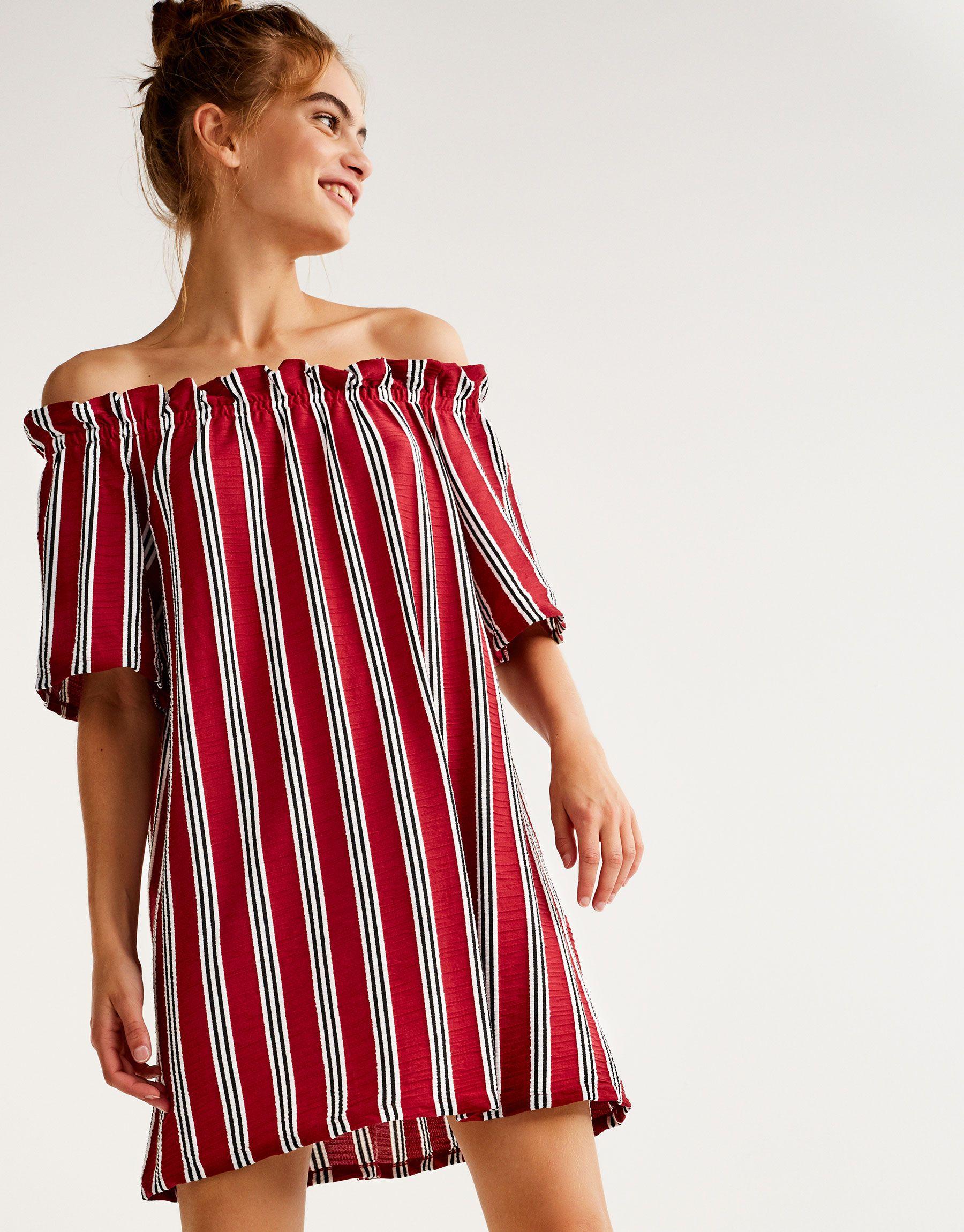 Gestreiftes Kleid mit Carmen-Ausschnitt Jetzt bestellen unter: https ...