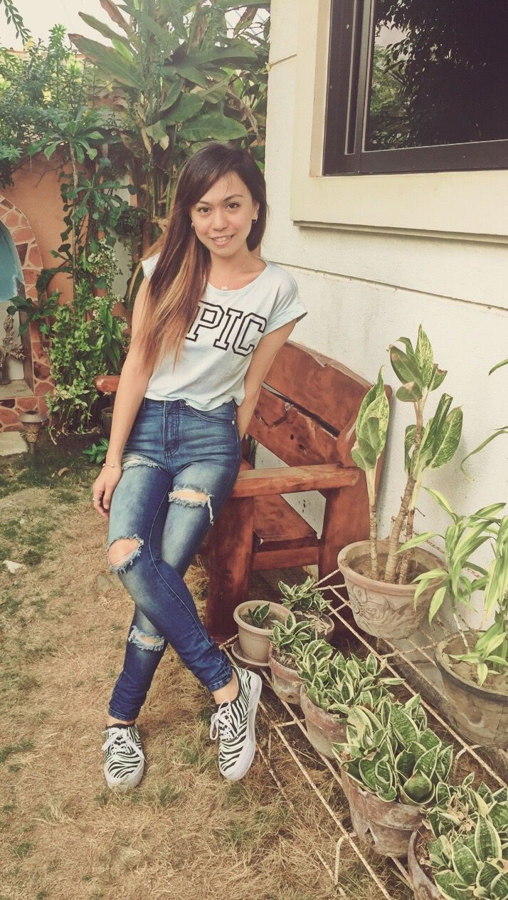 My #OOTD - Ripped Jeans from Next Jeans + Crop top from Bench PH  + Sneakers from Human  #rippedjeans #croptop