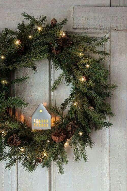 La ghirlanda natalizia non può mancare nella casa di un christmas lover Non rovinare il tuo portoncino e usa i ganci tesa Powerstrips reggono fino a 2kg e puoi rimuoverli quando vuoi senza lasciare traccia garland christmas ideas DIY homedecor