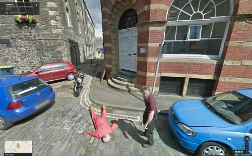 Les 40 photos les plus étranges trouvées sur Google Street View http://breakforbuzz.com/40-photos-plus-etranges-trouvees-google-street-view/