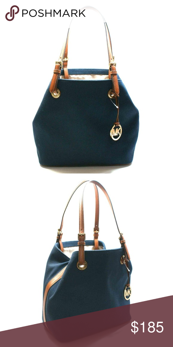 dcb0ced5963 MICHAEL KORS JET SET CANVAS GRAB TOTE NAVY TAN Couldn t find a stock image  of the bag with light tan leather. Minor fading. Photos soon to come.
