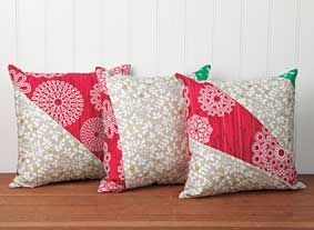 The Pillow Talk Pattern is FREE to download at Connecting Threads! Christmas Cushion CoversChristmas PillowQuilt ... & The Pillow Talk Pattern is FREE to download at Connecting Threads ... pillowsntoast.com