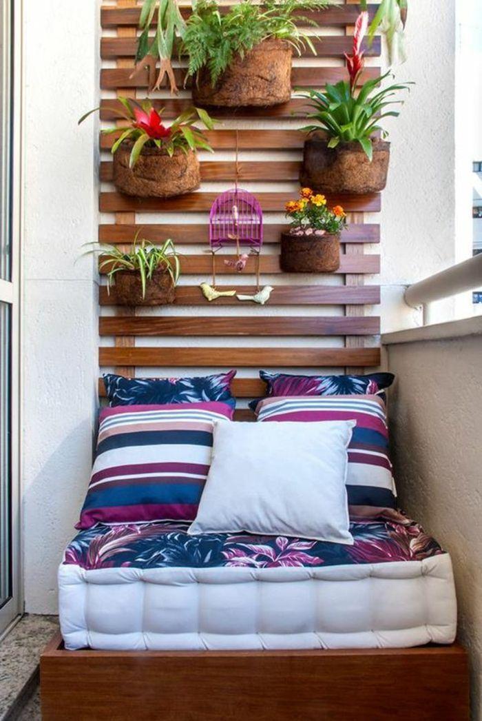 decoracion-interiores-balcon-pequeño-sofa-cojines-plantas-de-pared - decoracion de interiores con plantas