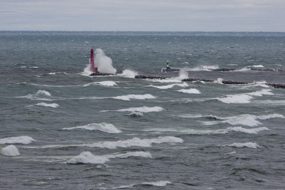 Monster waves slam Lake Michigan shore, lighthouses | MLive.com