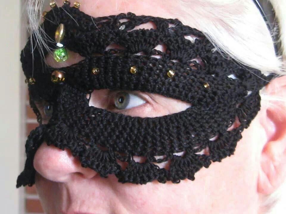 Queen\'s court, crocheted masks....Halloween, parties. Pattern ...