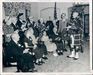 Old Bagpipe Photos |     Illinois Scottish Old Peoples Home