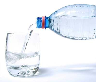 Como bajar de peso con agua mineral