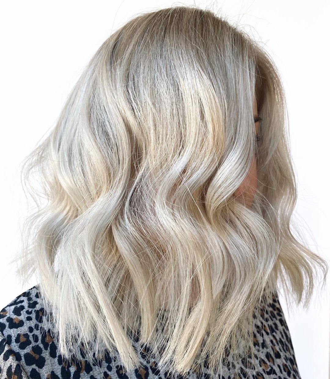 Bright blonde refresh for this lovely client! . . . . . #hairinspo #hairstylist #camdensalon #lovelocalcamden #blonde #blondeinspo #olaplexsalon #olaplex #brightblonde #maneaddicts #melbournehairblogger #camdenbought #haircut #wavyhair #livedinblonde #hairstyle #macarthurhair #blondespecialist #balayage #balayageblonde #sydneyhair #inebryaaus #americansalon #elevenaus #evyaus #brightblonde #platinumblonde