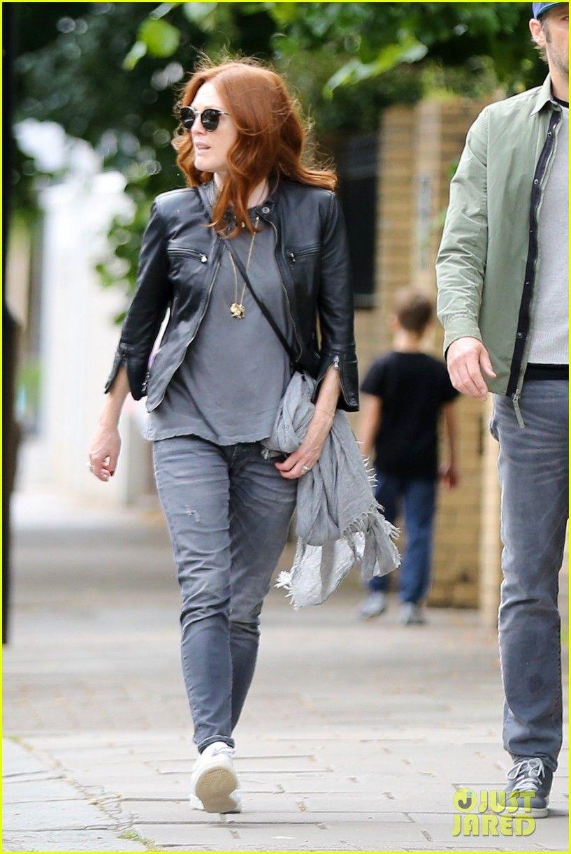Julianne Moore Husband Bart Freundlich Stroll Around