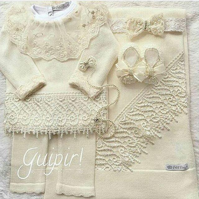 d2078f5bc Saída de maternidade maravilhosa super luxo marfim bordada com guipir! 😱✨  Body com gola de renda e manguinha + bata de linha + calça + manta  combinando R  ...