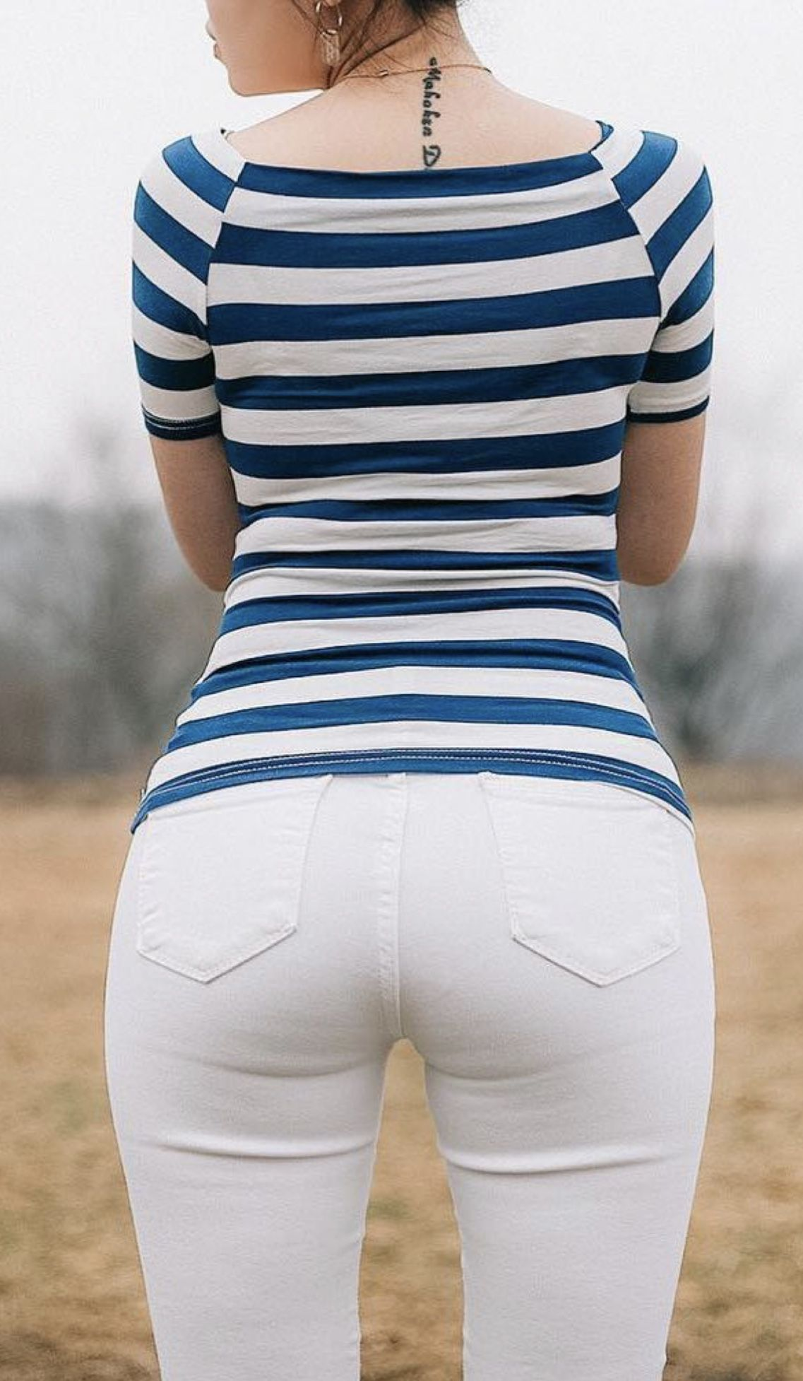 Babe in tight jeans - cover
