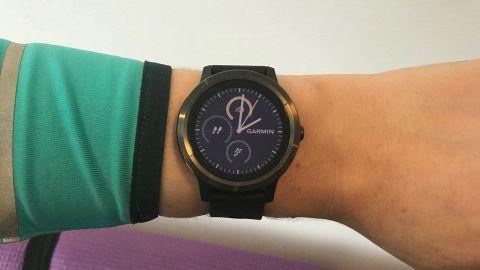 Garmin Vivoactive 3 Black Friday 2019 Deals – Snap Up An Incredible Bargain On Garmin Smart Watch #sportswatches