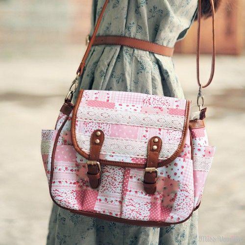 Miss Vanilla - Bolsa romântica com crochê e patchwork rosa - R$ 219,00 - Bolsas <3