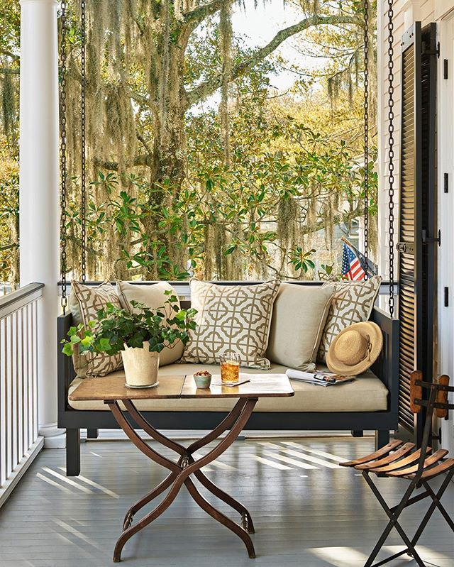 Getting into the swing of things. (📷: J. Savage Gibson | Design: Michelle Prentice) #saturdayvibes #instadesign #outdoorliving