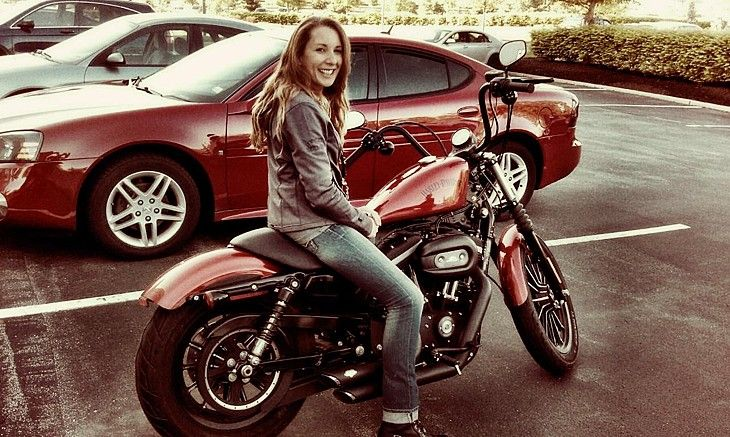 After Getting Sick Of Waiting For Her Boyfreind To Pick Her Up For A Ride She Made Her Dream Of One Day Motorcycle Women Female Motorcycle Riders Harley Women