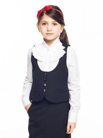 Cleverly Жилет  — 3552р. --------------------------------------- Школьный жилет для девочки из трикотажа с глубоким круглым вырезом для нарядной блузки. Жилет на четырех пуговицах.