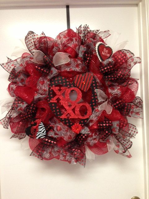 Red And Black Valentines Deco Mesh Wreath By Dazzlemewreaths