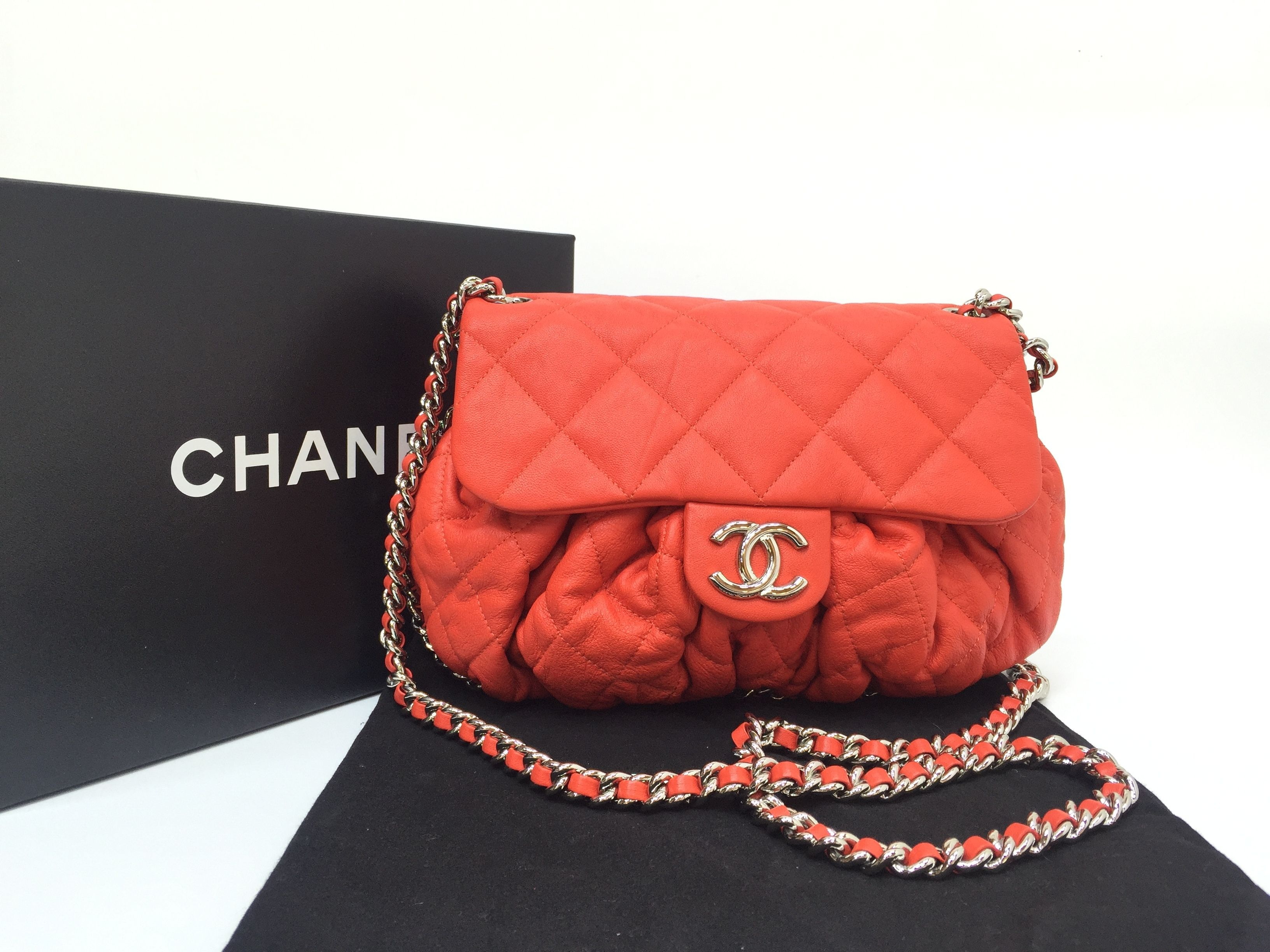 27ffe1dcd5b Get one of the hottest styles of the season! The Chanel Chain Around  Crossbody Shoulder Bag is a top 10 member favorite on Tradesy.
