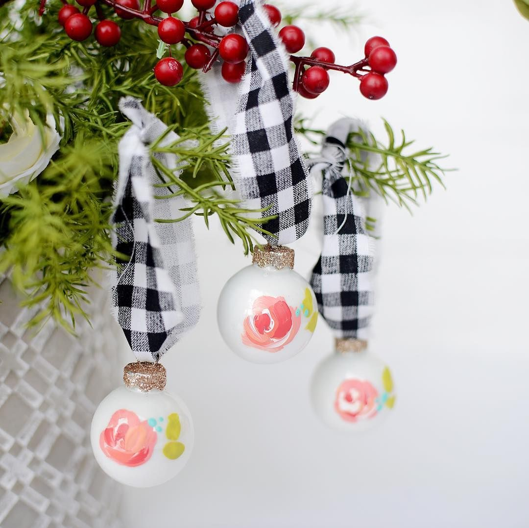 Perfect floral ornaments to decorate those mini trees this christmas