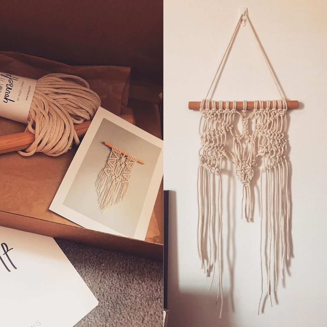 What an infuriating yet oddly satisfying thing #macrame is. Don't think it's too bad a job for a first time? We're not gonna talk about what happened in the middle or that it looks a bit weird and phallic 🤦🏻♀️ #crafts #lockdownhobby #knotmyfinestwork #wallhanging