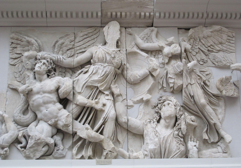 Gigantomachy Frieze Of The Pergamon Altar Athena Fights Alcyoneus Hellenist Period Pergamonmuseum Berlin Griekse Kunst Wereldkunst Altaar