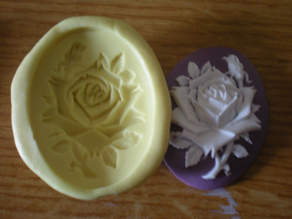 moule silicone camee rose pour fimo platre mode d emploi modelage poterie et moulage par. Black Bedroom Furniture Sets. Home Design Ideas