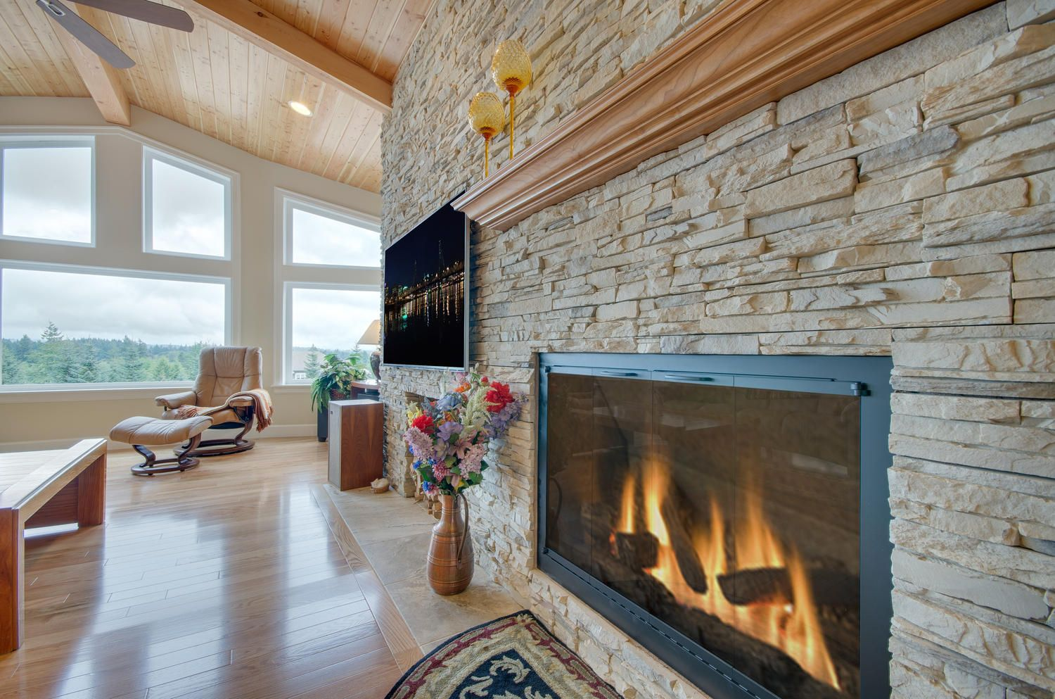 Beautiful work on the rock surrounding the fireplace. Designed and built by Quail Homes of Vancouver Washington.